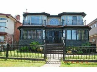 """Photo 1: 3258 E 17TH Avenue in Vancouver: Renfrew Heights House for sale in """"RENFREW HEIGHTS"""" (Vancouver East)  : MLS®# V921404"""