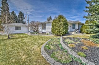 Photo 3: 10843 Mapleshire Crescent SE in Calgary: Maple Ridge Detached for sale : MLS®# A1099704