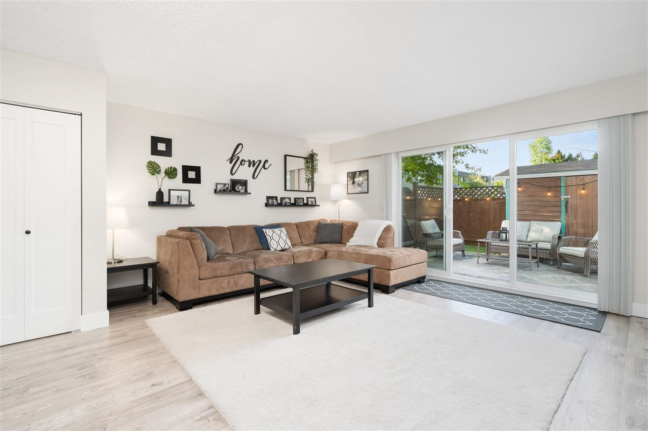 Main Photo: 44 4945 57 STREET in Delta: Hawthorne Townhouse for sale (Ladner)  : MLS®# R2584978