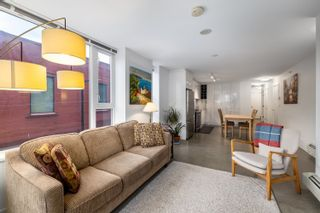 """Photo 4: 207 231 E PENDER Street in Vancouver: Downtown VE Condo for sale in """"Frameworks"""" (Vancouver East)  : MLS®# R2625636"""