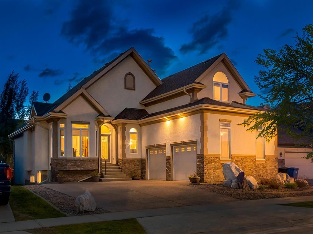 Main Photo: 23 DISCOVERY RIDGE Lane SW in Calgary: Discovery Ridge Detached for sale : MLS®# A1074713