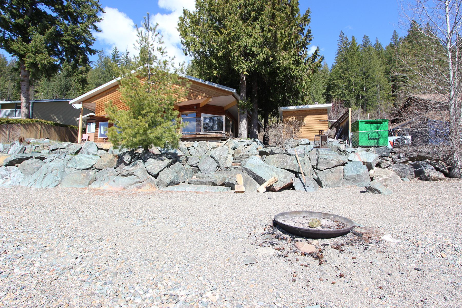 Main Photo: 7748 Squilax Anglemont Road: Anglemont House for sale (North Shuswap)  : MLS®# 10229749