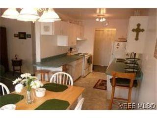 Photo 2: 302 1124 Esquimalt Rd in VICTORIA: Es Rockheights Condo for sale (Esquimalt)  : MLS®# 468144