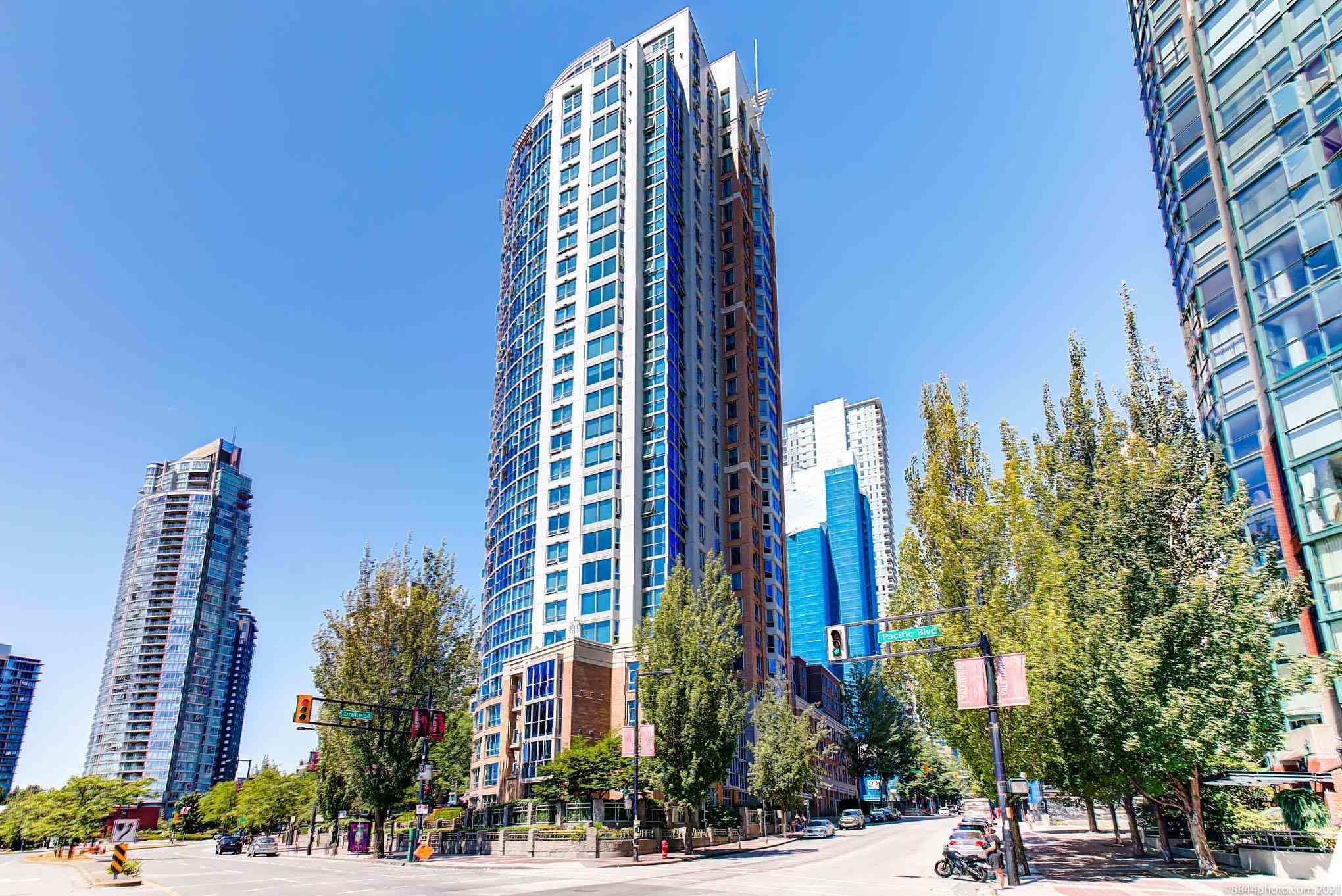 Main Photo: 1905 388 DRAKE Street in Vancouver: Yaletown Condo for sale (Vancouver West)  : MLS®# R2604211