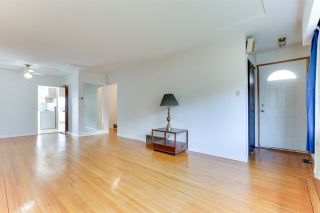 Photo 5: 18 N SEA Avenue in Burnaby: Capitol Hill BN House for sale (Burnaby North)  : MLS®# R2527053