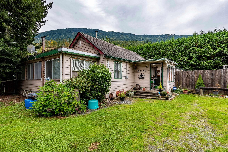Main Photo: 42730 YARROW CENTRAL Road: Yarrow House for sale : MLS®# R2625520
