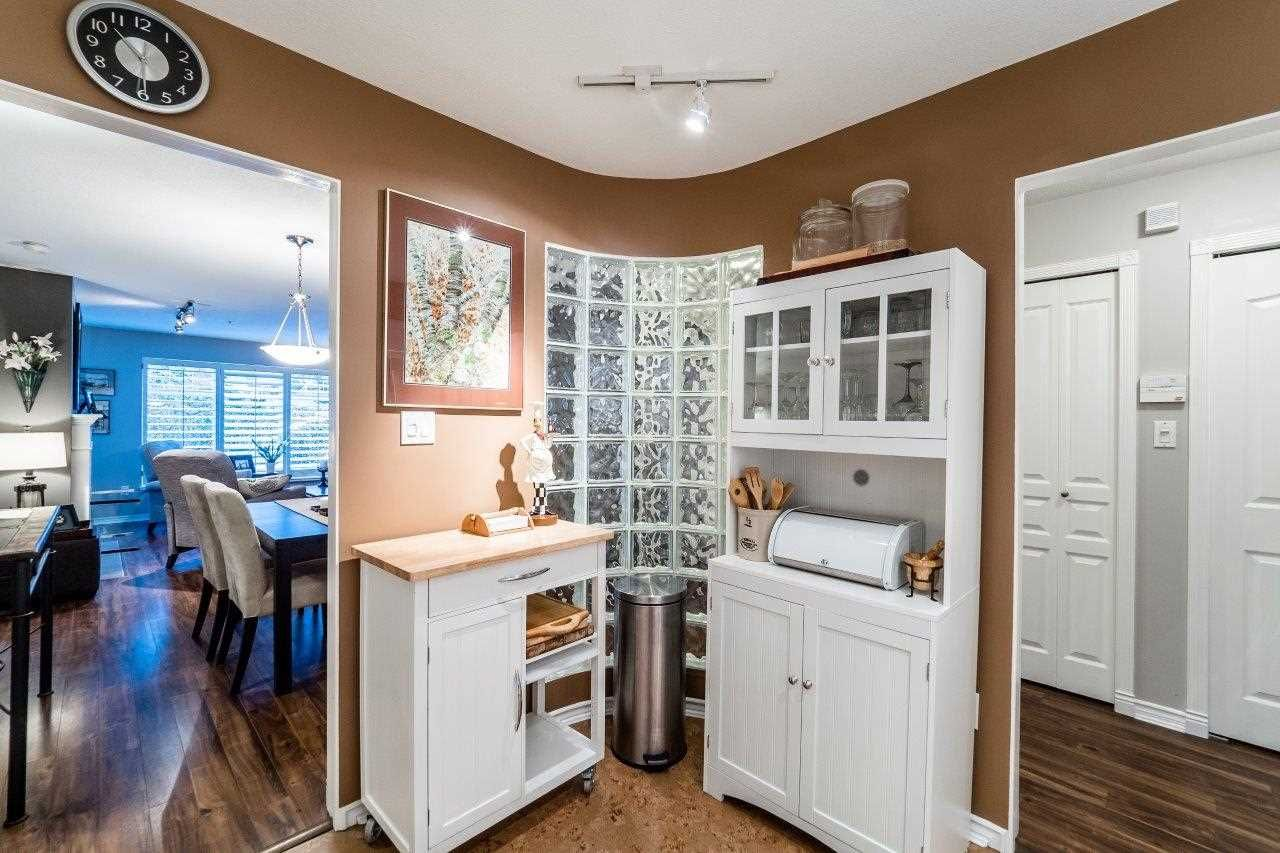 """Photo 8: Photos: 107 1140 STRATHAVEN Drive in North Vancouver: Northlands Condo for sale in """"Strathaven"""" : MLS®# R2131232"""