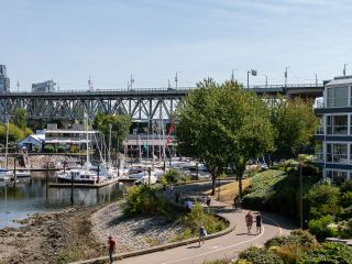 """Photo 27: 1594 ISLAND PARK Walk in Vancouver: False Creek Townhouse for sale in """"THE LAGOONS"""" (Vancouver West)  : MLS®# R2297532"""