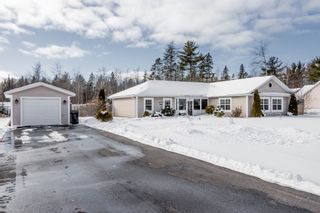 Photo 1: 961 Bradley Street in Wilmot: 400-Annapolis County Residential for sale (Annapolis Valley)  : MLS®# 202101232