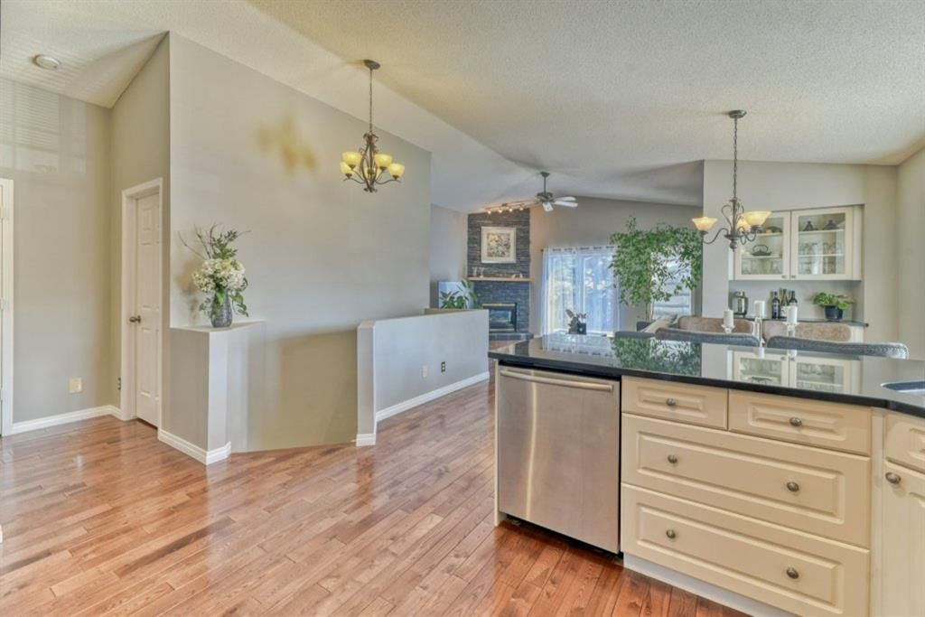 Photo 6: Photos: 245 Citadel Crest Park NW in Calgary: Citadel Detached for sale : MLS®# A1088595