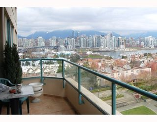 """Photo 5: 705 1355 W BROADWAY BB in Vancouver: Fairview VW Condo for sale in """"THE BROADWAY"""" (Vancouver West)  : MLS®# V761495"""