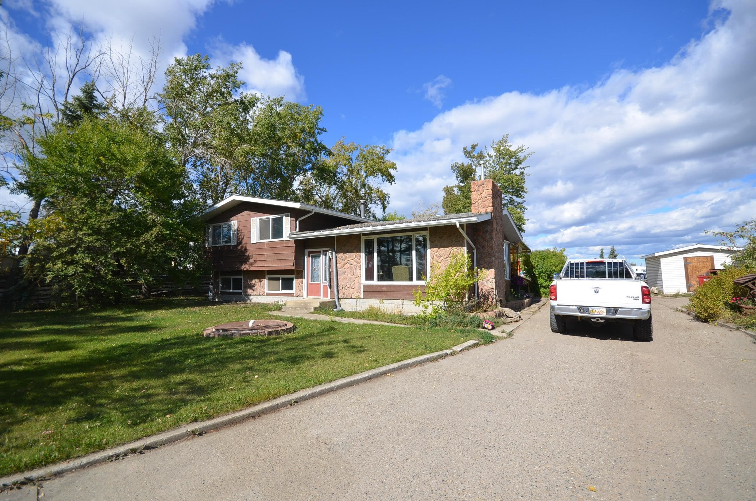 """Main Photo: 6486 AIRPORT Road in Fort St. John: Fort St. John - Rural E 100th House for sale in """"AIRPORT ROAD"""" (Fort St. John (Zone 60))  : MLS®# R2616659"""