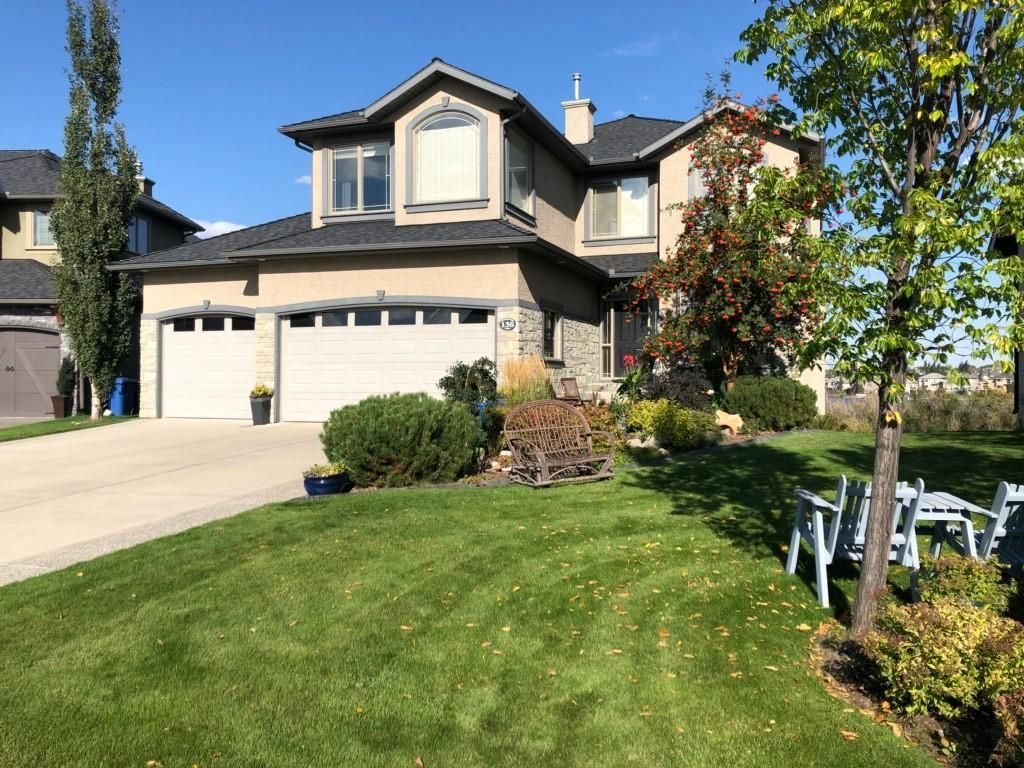 Is the sound of water calling your name? This property backs onto the lake! Executive Style Property located in a quiet cul de sac location!