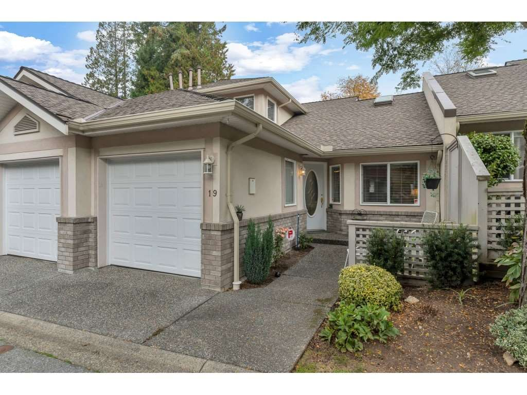 """Main Photo: 19 15099 28 Avenue in Surrey: Elgin Chantrell Townhouse for sale in """"The Gardens"""" (South Surrey White Rock)  : MLS®# R2507384"""