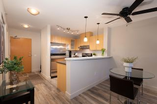 """Photo 8: 404 124 W 1ST Street in North Vancouver: Lower Lonsdale Condo for sale in """"The """"Q"""""""" : MLS®# R2430704"""