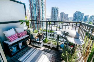 """Photo 8: 1207 989 RICHARDS Street in Vancouver: Downtown VW Condo for sale in """"MONDRIAN I"""" (Vancouver West)  : MLS®# R2373679"""