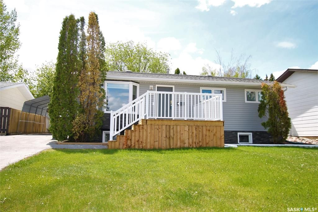 Main Photo: 330 Aspen Drive in Swift Current: South East SC Residential for sale : MLS®# SK855665