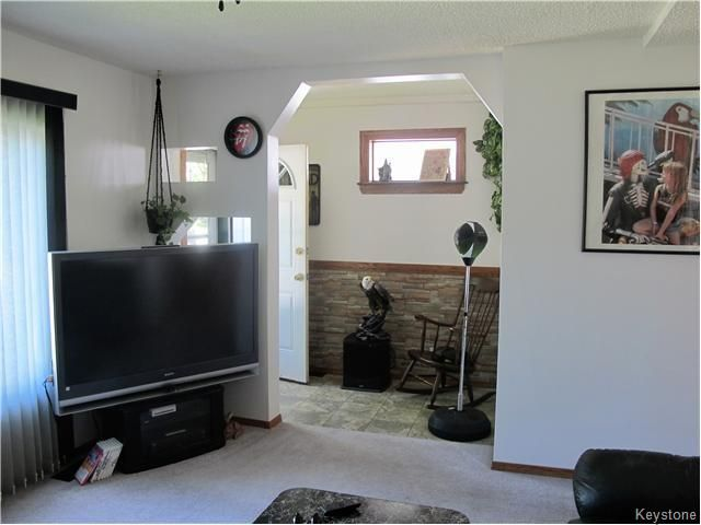 Photo 13: Photos:  in Winnipeg: East Kildonan Residential for sale (North East Winnipeg)  : MLS®# 1613040