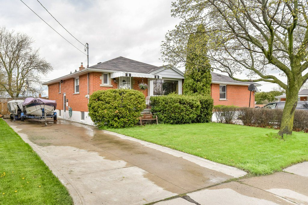 Main Photo: 128 Winchester Boulevard in Hamilton: House for sale : MLS®# H4053516