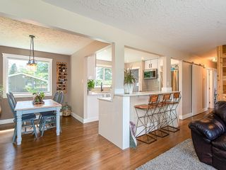 Photo 6: 2012 CROCUS Road NW in Calgary: Charleswood Detached for sale : MLS®# C4253746