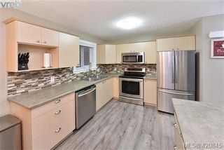 Photo 4: 112 2721 Jacklin Rd in VICTORIA: La Langford Proper Row/Townhouse for sale (Langford)  : MLS®# 832928