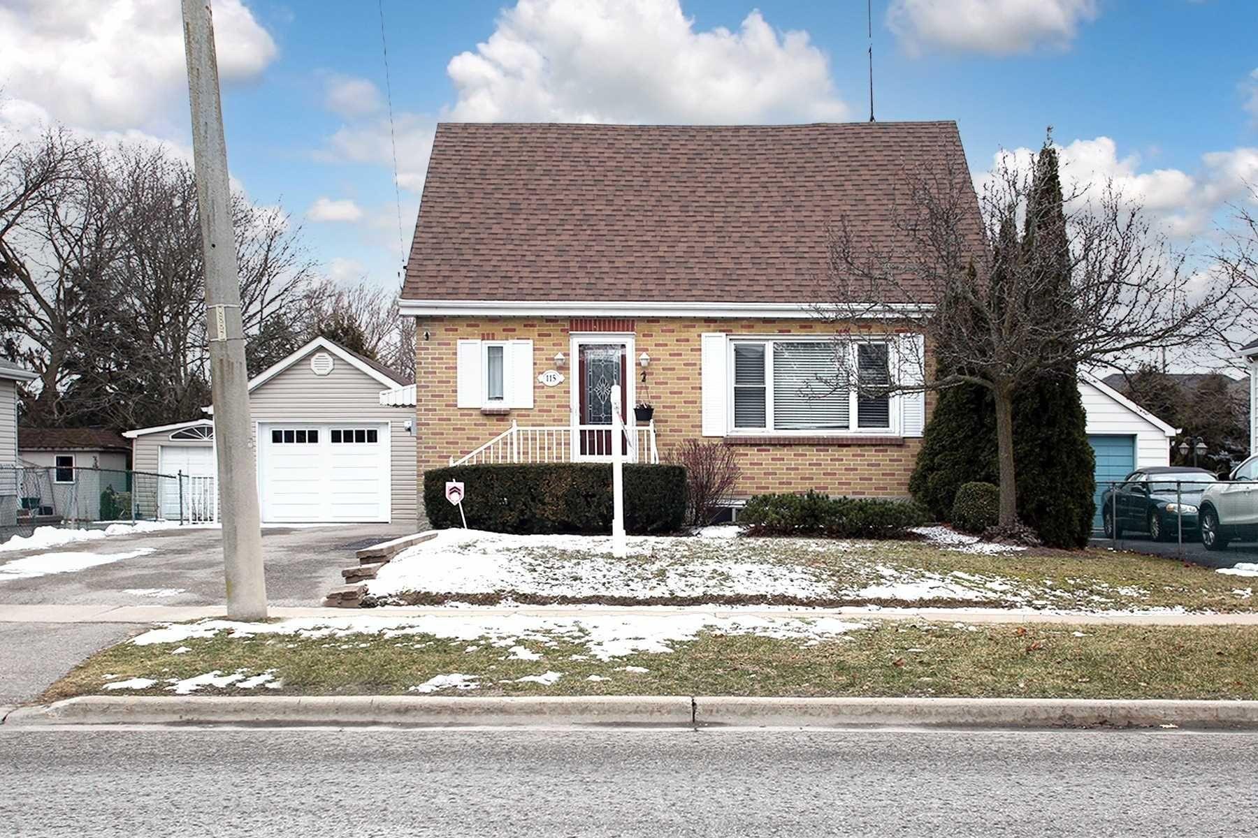 Main Photo: 115 W Beatrice Street in Oshawa: Centennial House (1 1/2 Storey) for sale : MLS®# E5103401