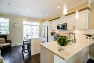 """Photo 4: 53 2469 164 Street in Surrey: Grandview Surrey Townhouse for sale in """"ABBEYROAD"""" (South Surrey White Rock)  : MLS®# R2402338"""