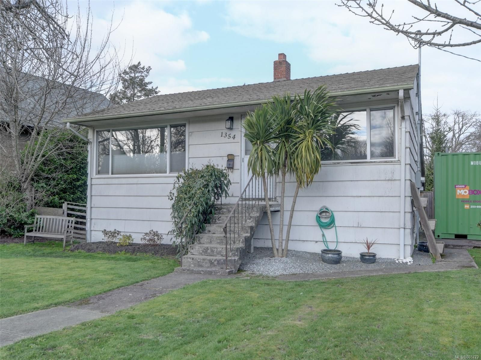 Main Photo: 1354 Bay St in : Vi Oaklands House for sale (Victoria)  : MLS®# 865772