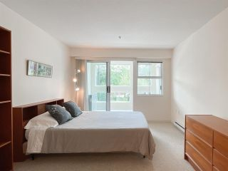 """Photo 8: 210 2105 W 42ND Avenue in Vancouver: Kerrisdale Condo for sale in """"BROWNSTONE"""" (Vancouver West)  : MLS®# R2582976"""