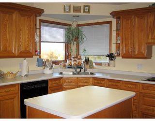 Photo 3: 199 CORUNNA Avenue in WINNIPEG: Middlechurch / Rivercrest Residential for sale (Winnipeg area)  : MLS®# 2820396