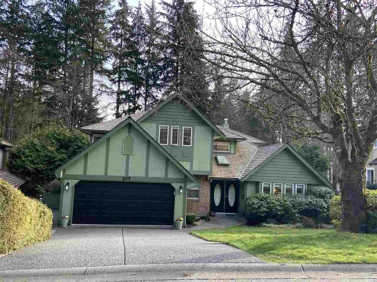 Main Photo: 835 STRATHAVEN Drive in North Vancouver: Windsor Park NV House for sale : MLS®# R2551988