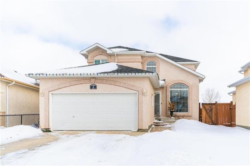 FEATURED LISTING: 7 Treasure Cove Winnipeg