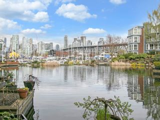 """Photo 2: 1585 MARINER Walk in Vancouver: False Creek Townhouse for sale in """"LAGOONS"""" (Vancouver West)  : MLS®# R2158122"""