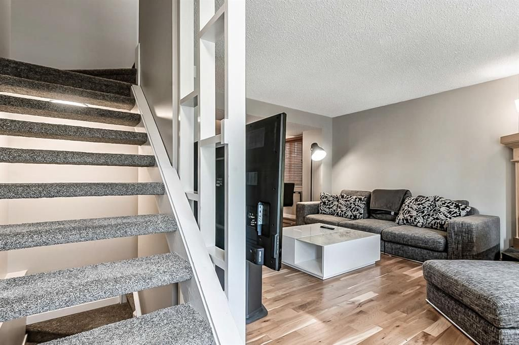 Photo 6: Photos: 2621C 1 Avenue NW in Calgary: West Hillhurst Row/Townhouse for sale : MLS®# A1111551