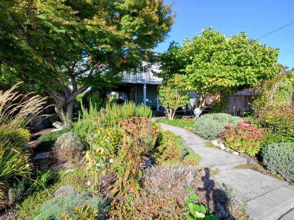 Photo 4: Photos: 728 E 7TH Street in North Vancouver: Queensbury House for sale : MLS®# R2114157