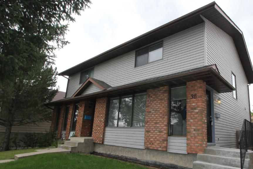 Main Photo: 38 EDGEDALE Court NW in Calgary: Edgemont Semi Detached for sale : MLS®# A1141906