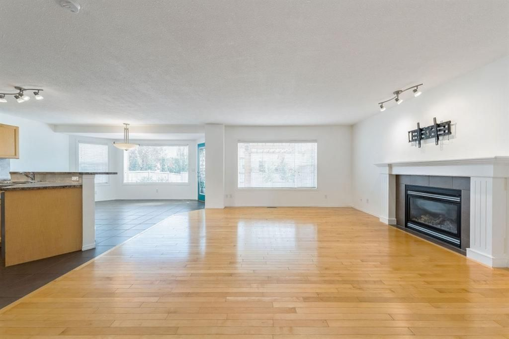 Photo 4: Photos: 53 Bridleridge Heights SW in Calgary: Bridlewood Detached for sale : MLS®# A1129360