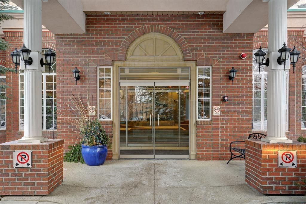 Main Photo: 206 200 Lincoln Way SW in Calgary: Lincoln Park Apartment for sale : MLS®# A1064438