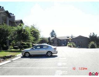 """Photo 5: 2214 13819 100TH Avenue in Surrey: Whalley Condo for sale in """"CARRIAGE LANE"""" (North Surrey)  : MLS®# F2723880"""