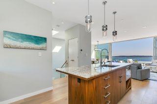 "Photo 14: 15048 BUENA VISTA Avenue: White Rock House for sale in ""White Rock Hillside"" (South Surrey White Rock)  : MLS®# R2611909"
