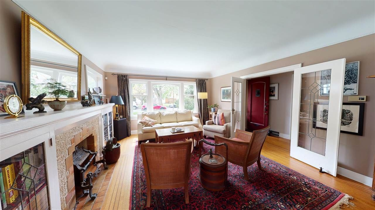 Photo 2: Photos: 2521 KITCHENER Street in Vancouver: Renfrew VE House for sale (Vancouver East)  : MLS®# R2573364