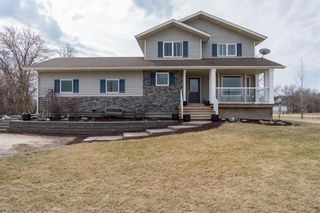 Photo 2: 2 Creekside Cove in Lorette: R05 Residential for sale : MLS®# 202109348