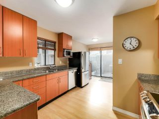 """Photo 7: 5872 MAYVIEW Circle in Burnaby: Burnaby Lake Townhouse for sale in """"ONE ARBOURLANE"""" (Burnaby South)  : MLS®# R2542010"""