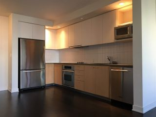 """Photo 4: 311 750 W 12TH Avenue in Vancouver: Fairview VW Condo for sale in """"TAPESTRY"""" (Vancouver West)  : MLS®# R2201307"""