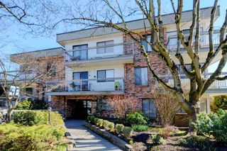 "Photo 1: 209 2080 MAPLE Street in Vancouver: Kitsilano Condo for sale in ""Maple Manor"" (Vancouver West)  : MLS®# R2350057"