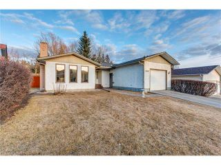 Photo 1: 5844 DALCASTLE Crescent NW in Calgary: Dalhousie House for sale : MLS®# C4053124
