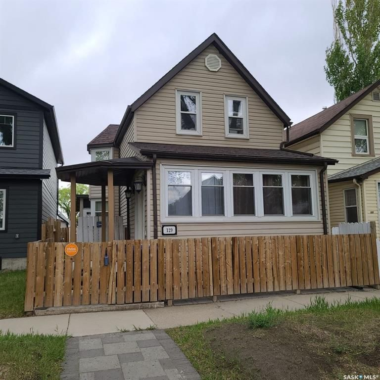 Main Photo: 129 E Avenue South in Saskatoon: Riversdale Residential for sale : MLS®# SK856692