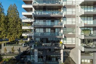 """Photo 30: 402 2289 BELLEVUE Avenue in West Vancouver: Dundarave Condo for sale in """"Bellevue by Cressey"""" : MLS®# R2620087"""