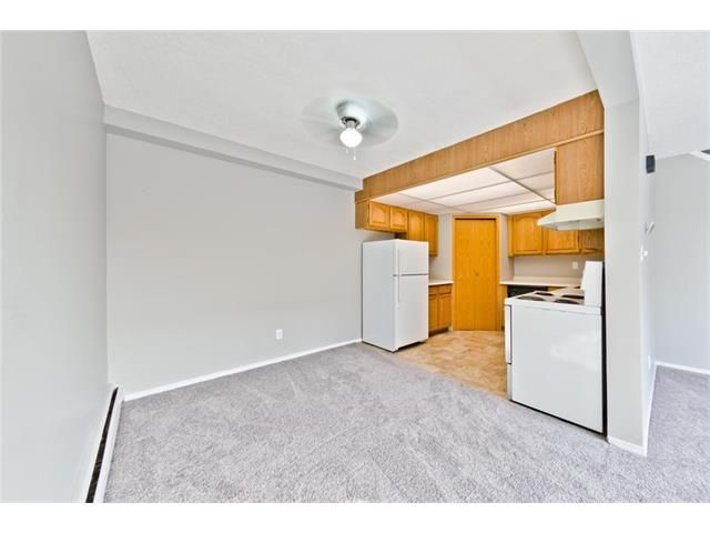 Photo 10: Photos: 118 3809 45 Street SW in Calgary: Glenbrook House for sale : MLS®# C4096404