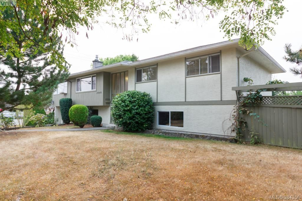 Main Photo: 2048 Melville Dr in SAANICHTON: Si Sidney North-East House for sale (Sidney)  : MLS®# 772514